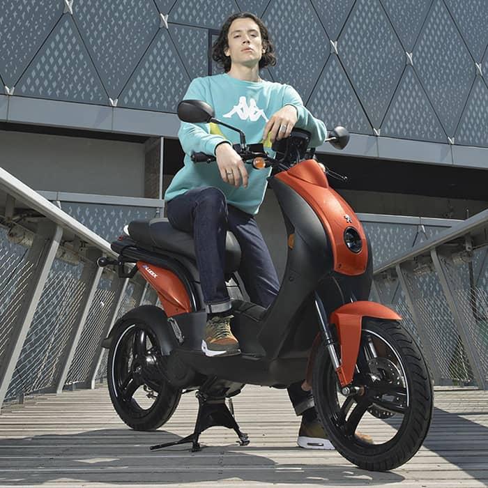 C Mobilités vous propose une large gamme de scooters thermiques et électriques dans sa boutique de Chambéry.
