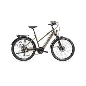 À la recherche d'un vélo électrique polyvalent ? Découvrez l'eT01 CrossOver mixte de chez Peugeot Cycles dans notre boutique C Mobilités.