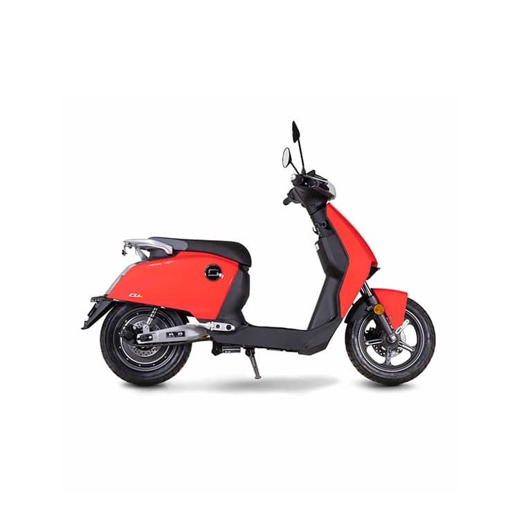 À la recherche d'un scooter urbain électrique ? Découvrez le CUx de chez Super Soco disponible chez C Mobilités, à Chambéry.