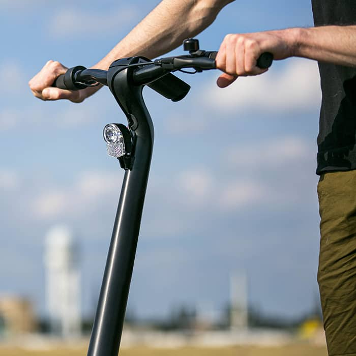 C Mobilités vous conseille dans l'entretien et la réparation de votre deux roues, ainsi que dans le choix d'accessoires de qualité : casques, pneus, sacoches, lumières, vestes, gants, etc.
