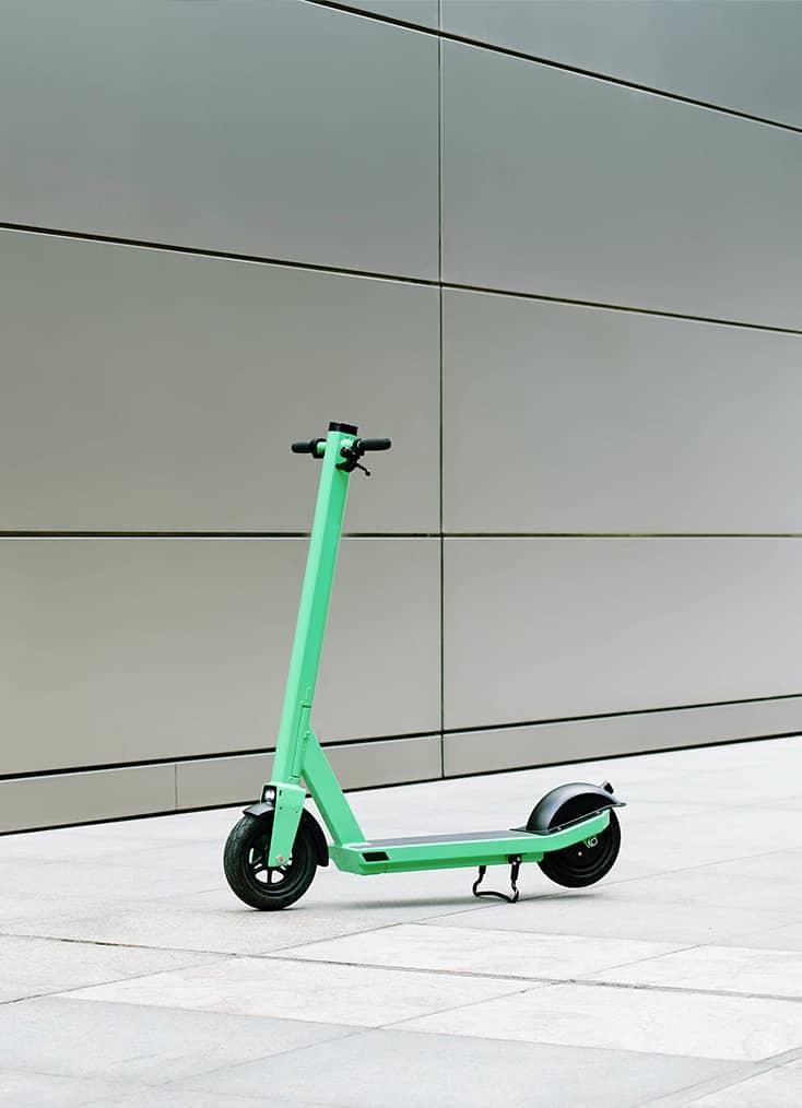 C Mobilités, situé dans le centre-ville de Chambéry, à proximité d'Aix-Les-Bains, commercialise, entretient et répare les trottinettes électriques, modernes et urbaines de la marque française T-Bird.